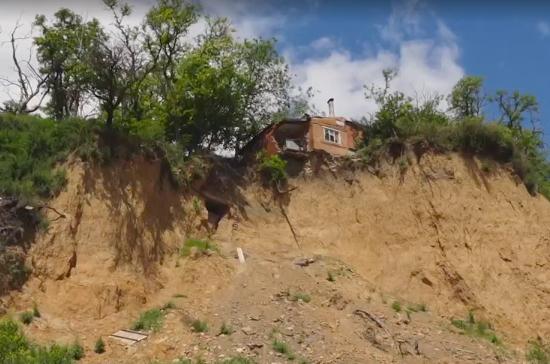 В Таганроге начались оползни