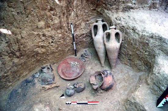 В Крыму археологи обнаружили нетронутый позднескифский некрополь II-IV веков нашей эры