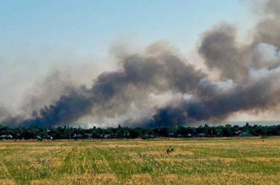 Подразделение украинских силовиков обстреляли КамАЗ под Донецком
