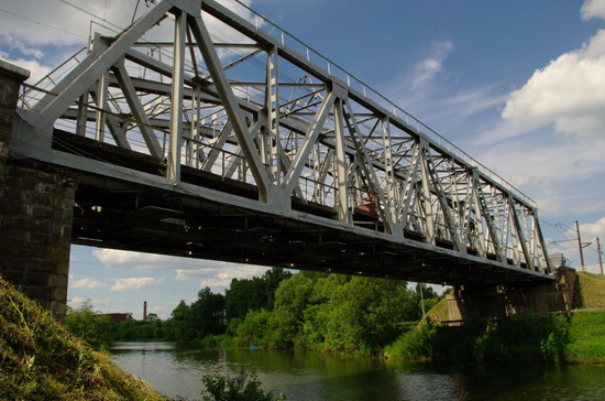 В Ярославле подросток упал с арки ж/д моста на рельсы после неудачного селфи