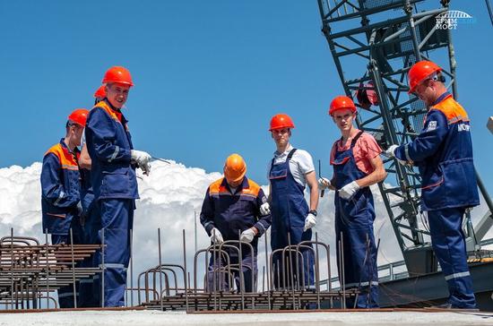 Третья вахта студенческих стройотрядов приступила к работам на стройке Крымского моста