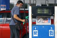 Кто и зачем «мутит» топливо на заправках