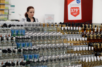 Водку и ликёр разольют в бутылки с маркировкой