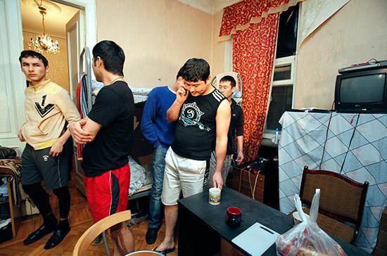 Мигрантов можно будет выселить из квартиры без их согласия