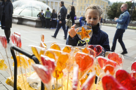 В Госдуме предлагают маркировать продукты наклейками о вреде сахара (ЭКСКЛЮЗИВ)