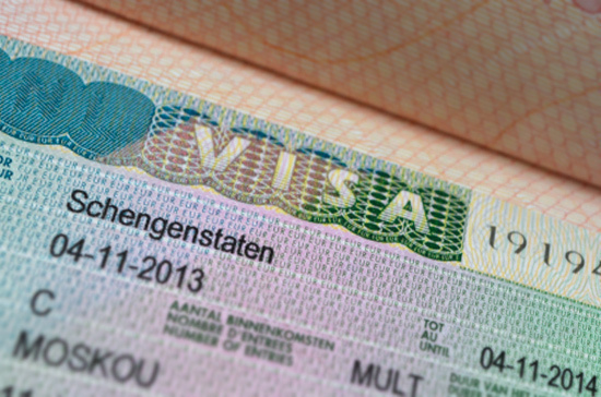 Пригласивший иностранца гражданин заплатит четыре тысячи, если гость не уедет вовремя