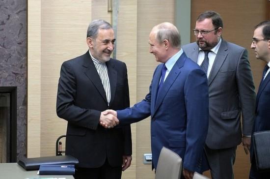 Путин и советник лидера Ирана обсудили ситуацию в Сирии