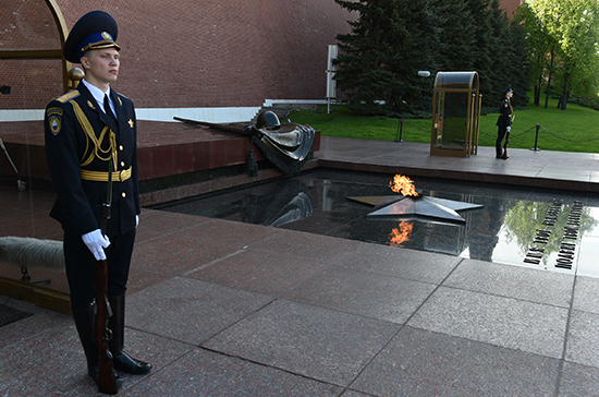 Комитет Совфеда поддержал закон о Вечном огне и Огне памяти