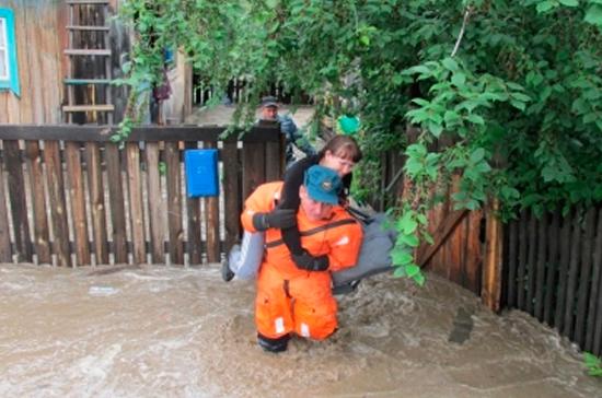 Река прорвала дамбу и подтопила посёлок в Забайкалье