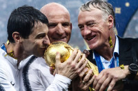 Сборная Франции стала чемпионом мира по футболу двадцать лет спустя