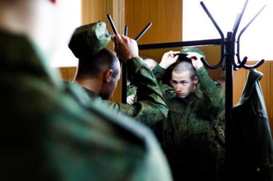 В Минобороны объяснили причину сокращения призыва в российскую армию