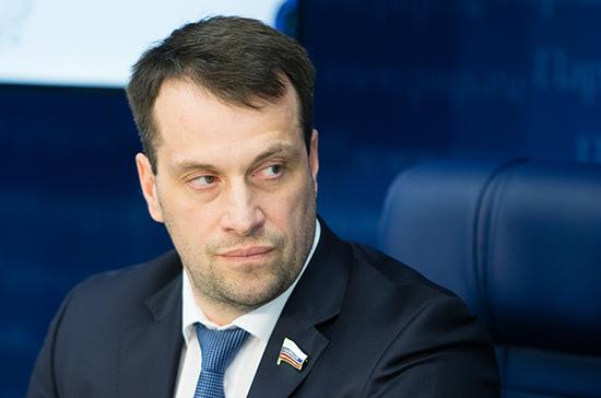 Исаков предложил поднять зарплату тренеров до средней по региону
