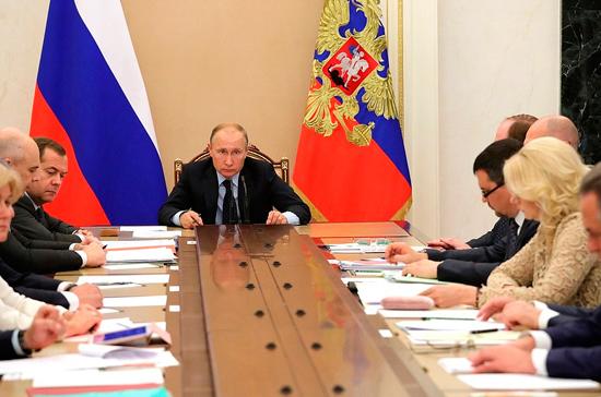 Путин призвал кабмин ускорить восстановление инфраструктуры Забайкалья