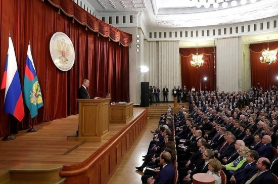 Путин сообщил, что сохраняются риски обострения ситуации на юго-востоке Украины