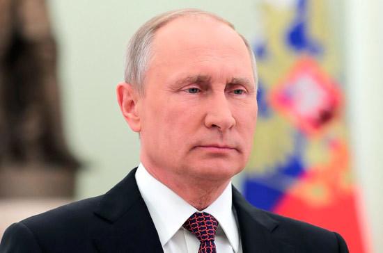 Путин поручил дипломатам обеспечить благоприятные внешние условия для развития России