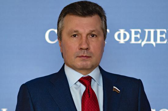 Сенатор Васильев разъяснил изменения в закон о лицензировании отдельных видов деятельности