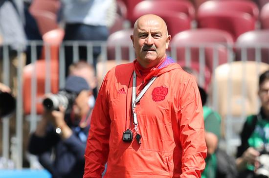Станислав Черчесов продолжит тренировать сборную России по футболу