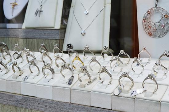 В Ростовской области неизвестные украли из магазина украшения почти на 6 миллионов рублей