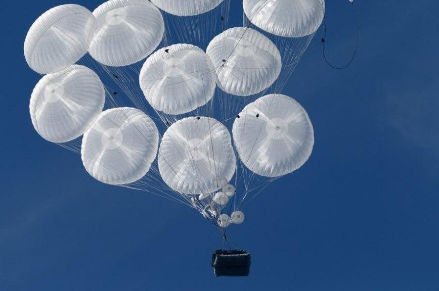 В России создали парашюты для бронемашин и космического корабля