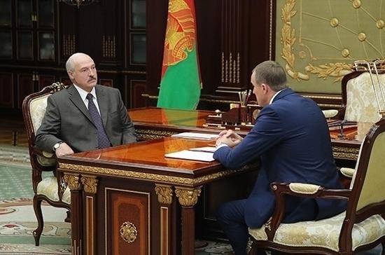 Лукашенко появился на публике после слухов об инсульте