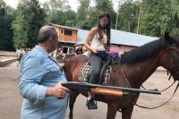 В автомобиле убитого дочерями москвича нашли арсенал оружия