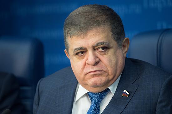 В Совфеде допустили обсуждение новых санкций против РФ с американским сенатором