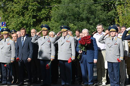 Сердюков и Турчак отдали дань памяти погибшим воинам — десантникам