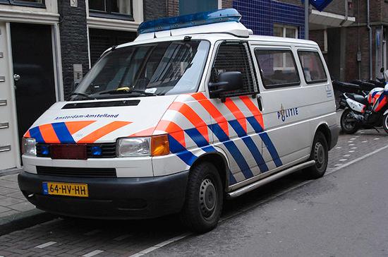 Задержанный в Нидерландах россиянин за помощью к дипломатам не обращался