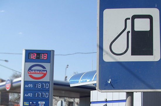 Росстат: средние розничные цены на бензин в июле снизились на 0,2%
