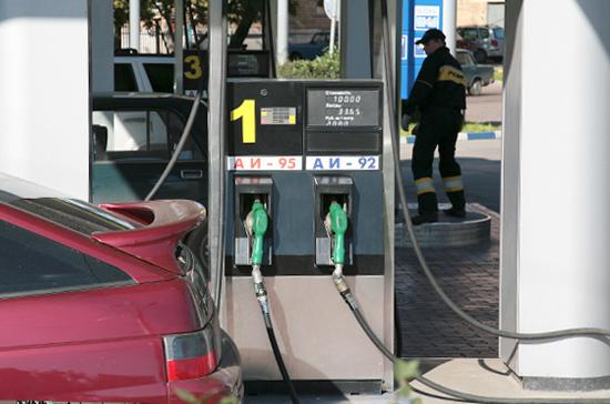 Мантуров сообщил о возможности штрафовать АЗС за недолив бензина