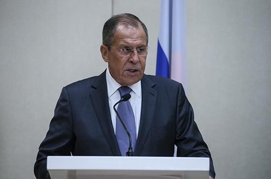 Лавров заявил Помпео о неприятии новых санкций США против России