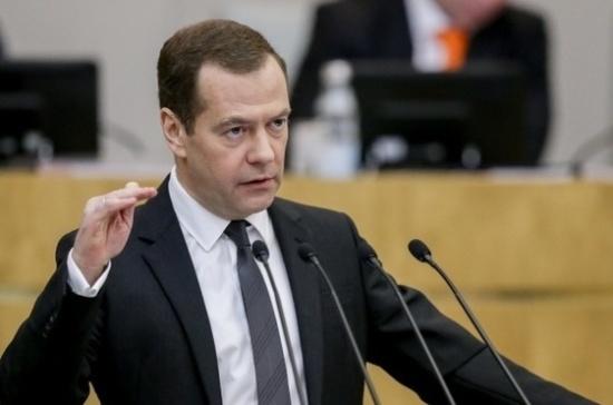Медведев заявил о возможном расширении авиаперевозок по фиксированной цене