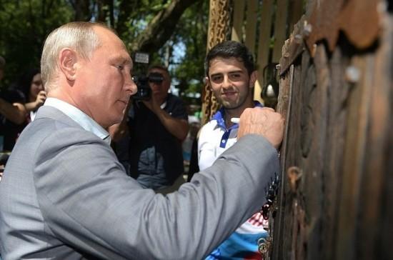 Путин посетил молодежный форум «Машук-2018»