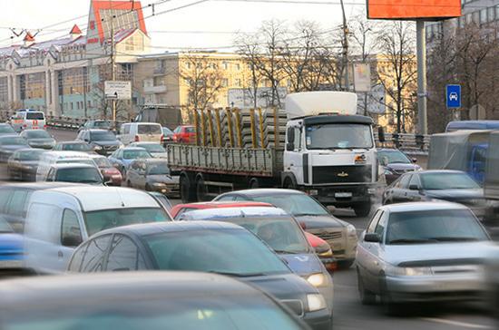 Транспортный налог могут закрепить как источник финансирования муниципальных дорожных фондов