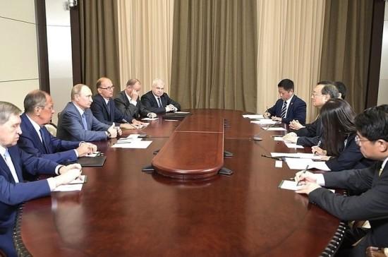 Путин и Си Цзиньпин могут встретиться на полях международных мероприятий, сообщил Ян Цзечи