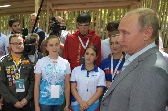 Путин отметил важность работы добровольцев при тушении пожаров