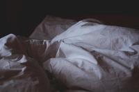 Учёные рассказали, как часто нужно менять постельное бельё