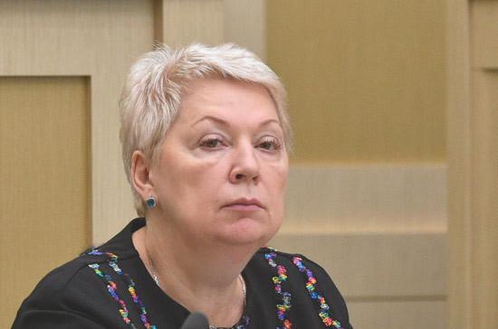 Васильева выступила против единой формы в школах