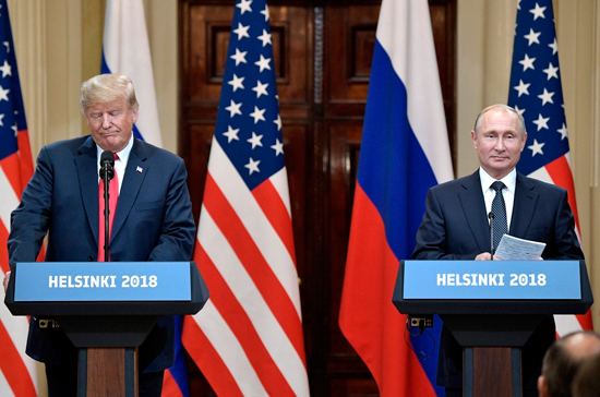 Путин и Трамп не обсуждали снятие санкций на встрече в Хельсинки, заявил Песков
