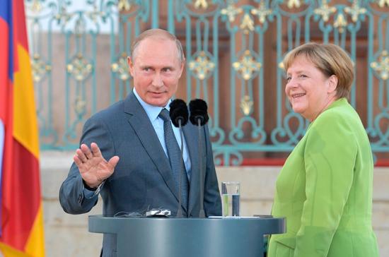 Путин и Меркель обсудили транзит газа через Украину, сообщил Песков