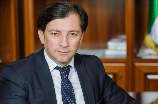 Вице-президент Абхазии подал в отставку после удара бокалом по голове