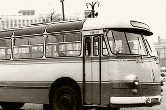 В Подмосковье с Урала привезли на реставрацию раритетный советский автобус