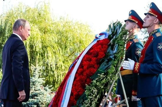 Путин в Курске возложил венок к Могиле Неизвестного Солдата