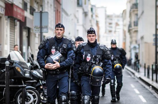 В пригороде Парижа неизвестный напал с ножом на прохожих