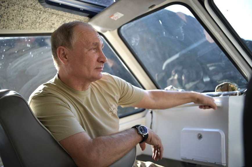 Появилось видео с отдыха Путина в Туве