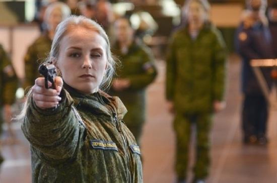 Российским студенткам после «сотен писем» разрешили учиться военному делу