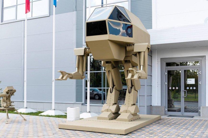 «Россия не способна произвести такую технику»: в США не поверили в реальность робота «Игорек»