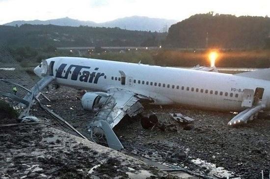 В аэропорту Сочи самолёт выкатился за пределы полосы, пострадали 18 человек