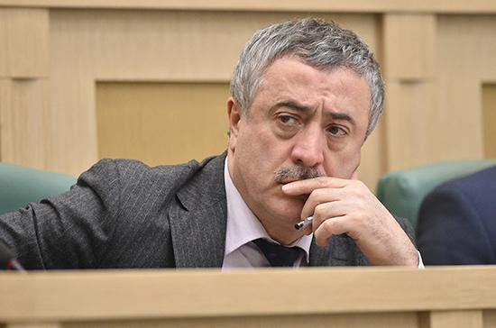 Фадзаев почтил память погибших в бесланской трагедии