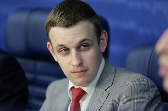 Василий Власов поздравил «Парламентскую газету» с юбилеем